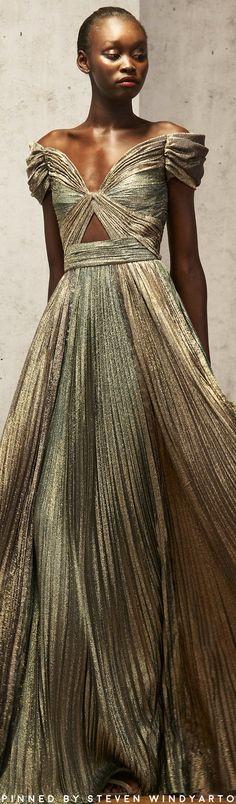 J. Mendel Pre Fall 2019 Lookbook #prefall2019 #pf19 #womenswear #jmendel Dolly Fashion, Love Fashion, High Fashion, Fashion Show, Autumn Fashion, Fashion Design, Couture Fashion, Runway Fashion, Womens Fashion
