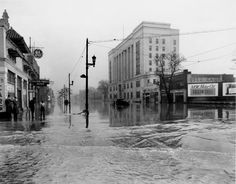 Broadway looking east from Brook Street, Louisville, KY, 1937 Flood. [Subject Photograph Collection, FLO-253]