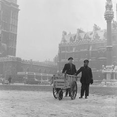 1962. Newspaper sellers in the snow in Westminster. | 16 Magical Photos Of Old-Time Festive London
