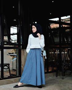 Hijab inspiration from ka ameliaelle Modern Hijab Fashion, Muslim Fashion, Modest Fashion, Skirt Fashion, Fashion Outfits, Women's Fashion, Casual Hijab Outfit, Hijab Chic, Outfit Look