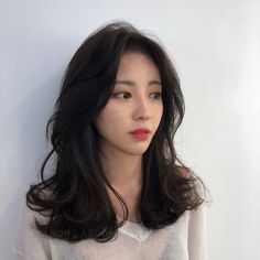 Korean Hair Dark Wedding Makeup - Trend Hair Makeup And Outfit 2019 Korean Hair Dye, Korean Hair Color Brown, Korean Medium Hair, Korean Short Hair, Short Hair With Bangs, Medium Hair Styles, Short Hair Styles, Hair Bangs, Black Korean