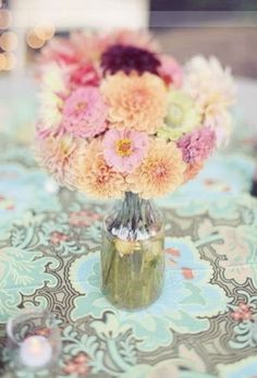 #WEDDING #TABLE CENTREPIECE ♡ How to plan a Wedding Reception ♡ https://itunes.apple.com/us/app/the-gold-wedding-planner/id498112599?ls=1=8  ♡ Weddings by Colour ♡ http://www.pinterest.com/groomsandbrides/