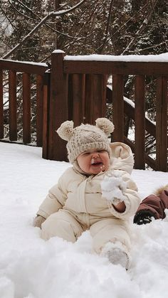 Snow winter bear baby toddler blizzard funny cute happy family album app the groclock sleep trainer for toddlers Cute Little Baby, Baby Kind, Little Babies, Baby Love, Cute Baby Videos, Cute Baby Pictures, Beautiful Pictures, Baby Family, Funny Babies