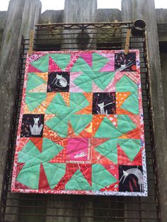 Based on Elizabeth Hartman's Sparkle Punch quilt, this is a mini Cindy (seelifemarvels) made for the IG #kittyminiquiltswap.