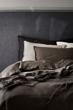 Washed Linen Bedspread - Dark taupe - Home All Washed Linen Duvet Cover, Black Bed Linen, Lit Simple, Bed Linen Design, Luxury Bedding Collections, Apartment Interior Design, Cool Beds, Home Decor Bedroom, Bedroom Curtains