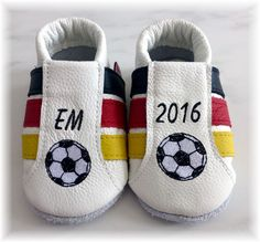 Krabbelschuhe für kleine Fußballfans, Fußballschuhe für Babys, Babyschuhe mit Fußball / baby shoes for little soccer fans, soccer shoes for babies, baby shoes with soccer ball made by Fuxis via DaWanda.com