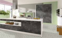 Grafit-Beton-Optik und edles Weiß, gepaasrt mit einer edlen Dunstabzugshaube machen diese Küche zu etwas Besonderem.