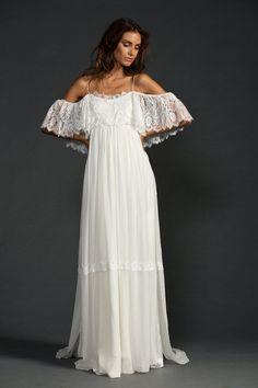 Vestido de noiva praiano com renda. Fica ótimo em noivas grávidas também, porque é larguinho e super confortável.