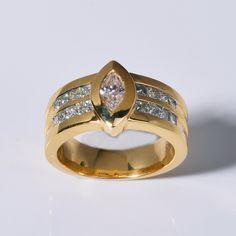 Gelbgoldring mit Diamant im Navette-Form