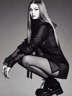 Gigi Hadid Photoshoot, Vogue Photoshoot, Model Photoshoot Poses, High Fashion Poses, Fashion Model Poses, Studio Photography Poses, Fashion Photography Poses, Modelling Photography, Artistic Fashion Photography