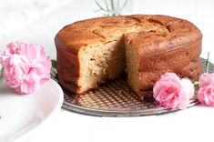 Traditional italian yogurt cake is a tasty sweet breakfast without refined sugar. You only need 6 ingredients and one bowl. Yogurt Cake, Vanilla Yogurt, Oven Pan, Sweet Breakfast, Pound Cake, Let Them Eat Cake, Banana Bread, Food And Drink, Sugar