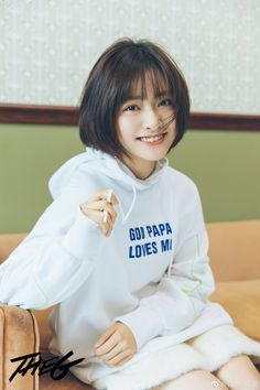 Medium Hair Cuts, Medium Hair Styles, Short Hair Styles, Best Photo Poses, Poses For Photos, My Hairstyle, Hairstyles With Bangs, Lee Joo Young, Korean Short Hair