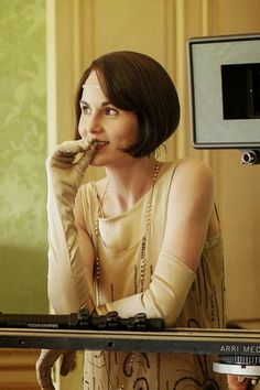 Michelle Dockery as Lady Mary Crawley on Downton Abbey. Matthew Crawley, Downton Abbey Costumes, Downton Abbey Fashion, Michelle Dockery, Lady Mary Crawley, Dowager Countess, Roaring Twenties, Celebrities, People