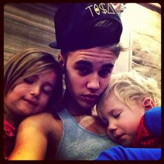 awww jazmyn and jaxon sleeping on justin this is beyond adorable
