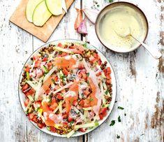 Salade de lentilles au saumon Vegetable Salad, Vegetable Pizza, Yummy Food, Tasty, Healthy Salad Recipes, Food Videos, Entrees, Modern, Food And Drink