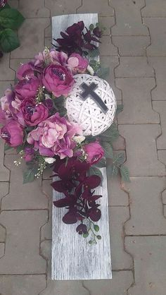 Grave Flowers, Funeral Flowers, Diy Flowers, Artificial Floral Arrangements, Funeral Flower Arrangements, Sunflower Burlap Wreaths, Floral Wreath, Easter Wreaths, Christmas Wreaths
