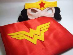 Kit dos Super Heróis    O kit acompanha:  1 Máscara do personagem ( Tam: único)  1 Capa do personagem infantil ( Tam: 55x60)    Máscara de super herói feita com feltro.    * Não machuca!  * Tamanho único.  * Fazemos de todos os personagens de super herói ou não.  * Fazemos uma pesquisa de cada pe...