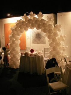 Using pearl colored balloons is a great way to decorate for your 30th anniversary