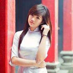Vietnamese Traditional Dress, Vietnamese Dress, Traditional Dresses, Cute Asian Girls, Cute Girls, Cool Girl, Dresser, Vietnam Girl, Asia Girl