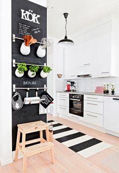 As 10 melhores dicas para decorar apartamentos pequenos. Veja: http://www.casadevalentina.com.br/blog/detalhes/as-10-melhores-dicas-para-decorar-aptos-pequenos-3162 #decor #decoracao #interior #design #casa #home #house #idea #ideia #detalhes #details #style #estilo #casadevalentina #kitchen #cozinha