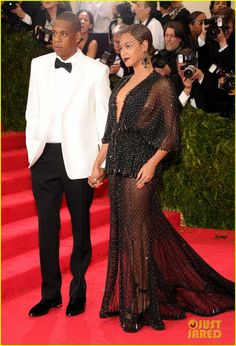 Beyonce Loses Her Ring at Met Ball 2014, So Jay Z Finds It & Gives Her a Mock Proposal!   beyonce jay z ring met ball 2014 01 - Photo