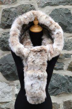 Capuchon-foulard en fourrure recyclée de lynx de la boutique ECOGRIFFE sur Etsy