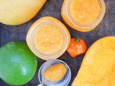 Mango habanero sauce - Caroline's Cooking Mango Habanero Sauce, Jalapeno Sauce, Homemade Bbq Sauce Recipe, Hot Sauce Recipes, Mexican Salsa Recipes, Marinade Sauce, Hot Pepper Sauce, Meals In A Jar, Canning Recipes