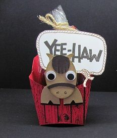 Using the Fry Box die and punch art, and the Yee-Haw stamp set. Hamburger Box, 3 D, Fry Box, Horse Cards, Punch Art Cards, Treat Holder, Treat Box, 3d Paper Crafts, Scrapbooking