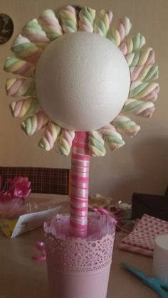 3 sizes of polystyrene ball and you can make an amazing sweet topiary tree Masha Et Mishka, Baby Birthday, Birthday Parties, Pastell Party, Candy Trees, Sweet Trees, Chocolate Bouquet, Candy Bouquet, Candy Party