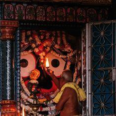 लोककर्ता जगन्नाथो महाकर्ता महाजशा: महर्षि कपिलातर्जो लोकचारी शुरोहरी: ।। ॐ दुराधर्षः जगन्नाथाय नमः ।। 🙌 #JagannathTemple #JaiJagannath #Jagannath #mangal #holy #RathYatra #holyland #auspicious #god #shrihari #vishnu #hari #arti #spirituality #bhakti #radha #krishna #murati #gopal #govind #murari #vrindavan #shreekrishna #harekrishna #jagannath #dwarkadhish #bankebihari #BhaktiSarovar Rath Yatra, Shree Krishna, Holy Land, Gods Love, Holi, Temple, Spirituality, Wallpaper, Jay