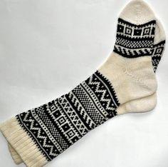 Scandinavian pattern autumn fall knit knee-high black and white wool socks CUSTO. Fall Knitting, Fair Isle Knitting, Christmas Knitting, Knitting Socks, Knit Socks, Scandinavian Pattern, Tactical Bag, Cozy Socks, Lounge Wear