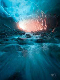 Túneles de hielo: fotografías desde las entrañas del glaciar Medenhall