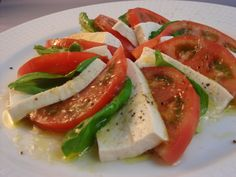 I've already introduced vegan tofu salads for my friends. This is another one with a lttle twist! INGREDIENTS: For 1~2 persons -Tofu (kinu tofu): 1/2 block: 200g -Tomato: a large whole one -Basil l...