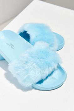 From faux fur pool slides to flatform Tevas, check out 7 sandal trends to try this spring. Fluffy Sandals, Fluffy Shoes, Estilo Converse, Cute Slides, Hello Kitty Shoes, Rubber Sandals, Urban Outfitters Shoes, Fresh Shoes, Brand Name Shoes