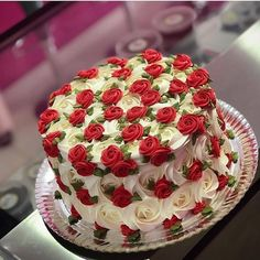 Beautiful Red and White Rose 🌹Cake. Tag your ❤️ friends. Cake Decorating Techniques, Cake Decorating Tips, Cookie Decorating, Pretty Cakes, Beautiful Cakes, Amazing Cakes, Food Cakes, Cupcake Cakes, Butter Cupcakes