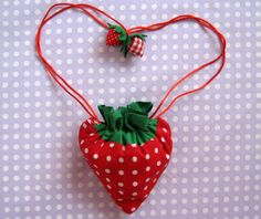 Strawberry Shopper Bag Tutorial Darling with vintage fabrics. Fold the shopping bag into the strawberry. Bag Patterns To Sew, Sewing Patterns, Sewing Tutorials, Sewing Crafts, Bag Tutorials, Diy Pouch Tutorial, Folding Shopping Bags, Diy Wallet, Pouch Pattern