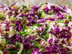 Aprenda a fazer salada de repolho (Foto: Robert Schwenck)