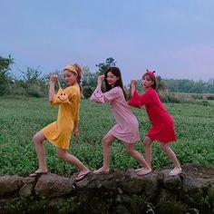#chuu 친구들이랑 #우정여행 에서 빛을 발할 #원피스 #파자마파티 때도 꿀템 Korean Couple, Korean Girl, Asian Girl, Best Friend Pictures, Bff Pictures, Mode Ulzzang, Korean Best Friends, Bff Girls, Non Fiction