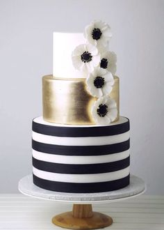 Black, white and gold wedding cake with the theme Great Gatsby meets Kate Spade. By Crummb, Singapore. Black And Gold Cake, White And Gold Wedding Cake, Black And Gold Birthday Cake, Black Wedding Cakes, Black White Gold, Gorgeous Cakes, Pretty Cakes, Amazing Cakes, Fondant Cakes