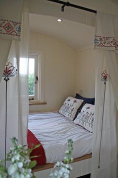 Gypsy Interior Design Dress My Wagon| repinned by Serafini Amelia| Bespoke Shepherd Hut Company