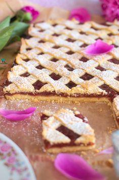 Rhubarbot or rhubarb apple pie Krispie Treats, Rice Krispies, Pumpkin Cheesecake, Apple Pie, Baking Recipes, Waffles, Breakfast, Food, Polish