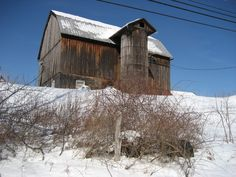 love the weathered look Barns Sheds, Country Barns, Red Barns, Weathered Wood, Covered Bridges, Built In Storage, Rustic Barn, Animal Quotes, Old Houses