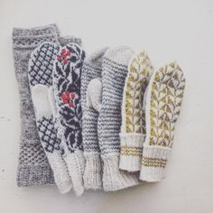 Despite being absent from this space for much of last year, I was still very… Fingerless Mittens, Knit Mittens, Knitted Gloves, Fair Isle Knitting, Hand Knitting, Knitting Patterns, Crochet Patterns, How To Purl Knit, Knitting Accessories