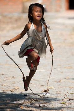 6 Best Hip Exercises for Women Health : Sport for Women in 2020 - Frau Precious Children, Beautiful Children, Beautiful People, Kids Around The World, People Of The World, Children Photography, Portrait Photography, Cute Kids, Cute Babies