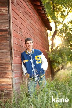 18 Winning Senior Picture Ideas for GuysYou can find Senior guys and more on our Winning Senior Picture Ideas for Guys Boy Senior Portraits, Senior Boy Poses, Senior Boy Photography, Photography Ideas, Senior Session, Guy Poses, Male Poses, Flash Photography, Inspiring Photography
