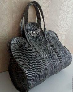Marvelous Crochet A Shell Stitch Purse Bag Ideas. Wonderful Crochet A Shell Stitch Purse Bag Ideas. Crochet Handbags, Crochet Purses, Crochet Bags, Hat Crochet, Crochet Ideas, Diy Bags Purses, Purses And Handbags, It Bag, Diy Accessoires