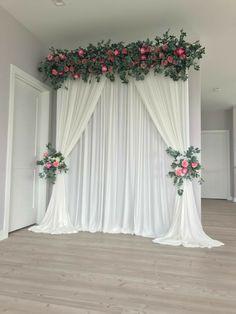 Wedding Stage Backdrop, Wedding Backdrop Design, Desi Wedding Decor, Wedding Wall, Outdoor Wedding Decorations, Engagement Decorations, Decoration Evenementielle, Backdrop Decorations, Backdrops