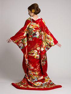 ウエディングドレス、高品質な結婚式ドレスならW by Watabe Wedding / 色打掛【川島織物 桃山能衣繍錦】