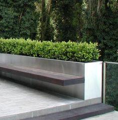 23 Amazing DIY Concrete Garden Boxes Ideas To Make Your Home Yard Looks Awesome - Garten Design Concrete Planter Boxes, Concrete Plant Pots, Planter Bench, Diy Concrete Planters, Modern Planters, Garden Modern, Concrete Garden Bench, Contemporary Gardens, Concrete Patios