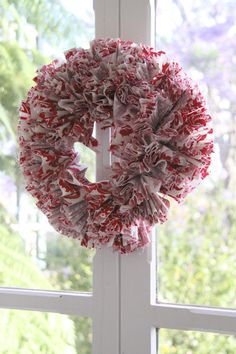 the first wreath in our diy crafty christmas wreath challenge is this ... - See more amazing DIY Chrsitmas Wreath ideas at DIYChristmasDecorations.net!